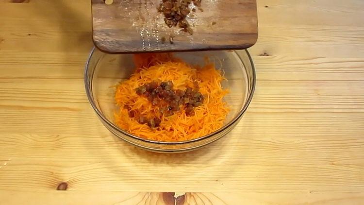 Для приготовления блюда натри те морковь