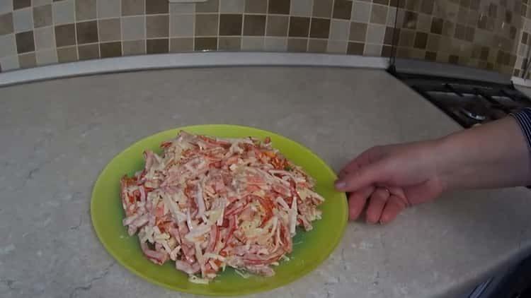 Как научиться готовить вкусный салат с крабовыми палочками без кукурузы