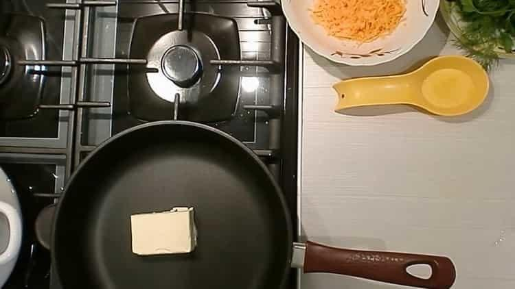Для приготовления блюда разогрейте сковородку