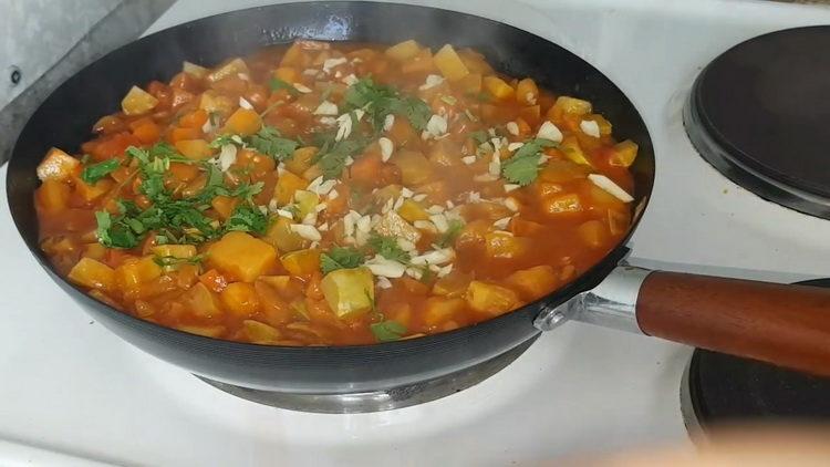 Вкусное рагу из тушеных баклажан с овощами