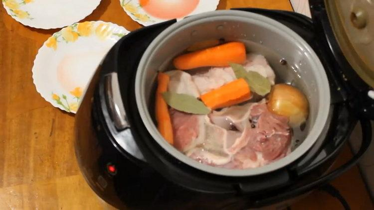 Для приготовления блюда выложите ингредиенты в чашу