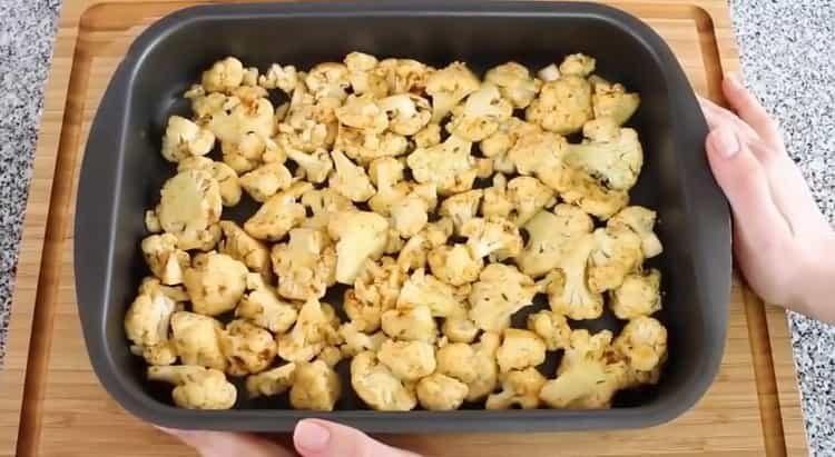 цветная капуста в духовке выложите капусту в форму