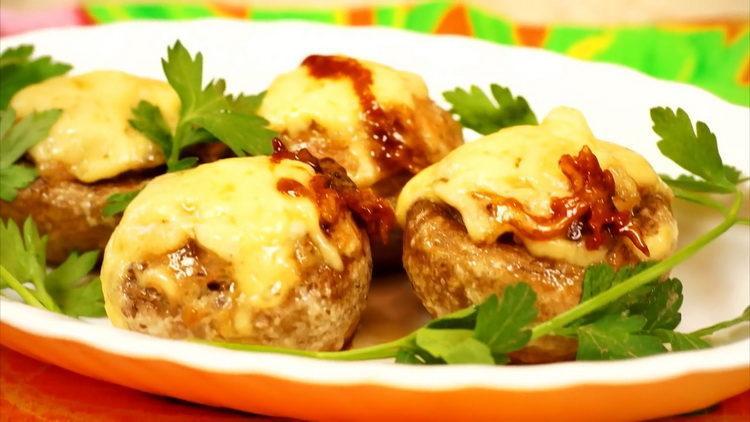 Шампиньоны, фаршированные курицей и сыром в духовке по пошаговому рецепту с фото