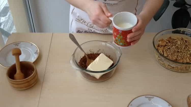Для приготовления блюда добавьте молоко