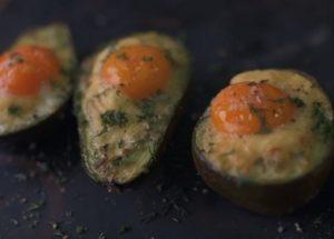 Оригинальное запеченное авокадо: рецепт с пошаговыми фото для необычной закуски.