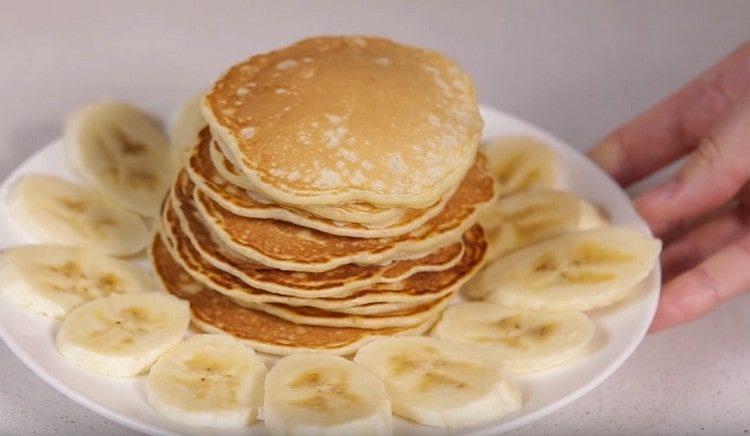 Банановые панкейки порадуют вас приятным вкусом и аппетитным ароматом.