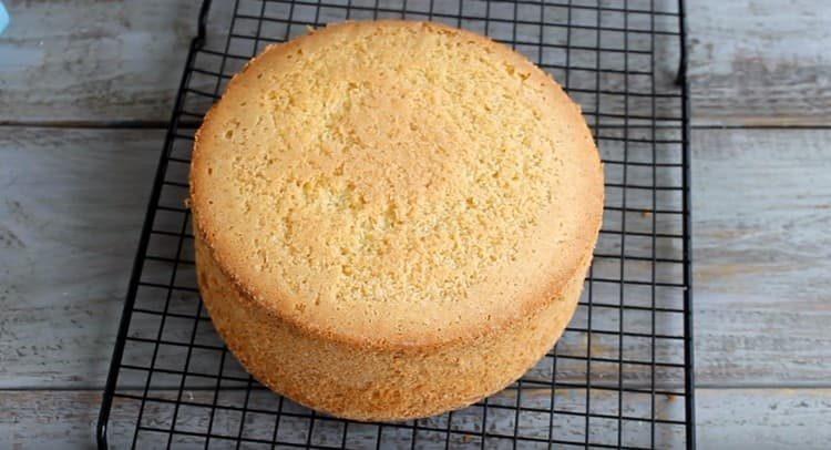 Это пышный и простой бисквит для торта, который получается всегда.