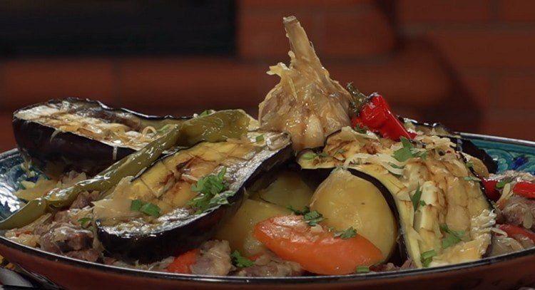Вот такое замечательно блюдо в казане можно приготовить на основе этого рецепта.