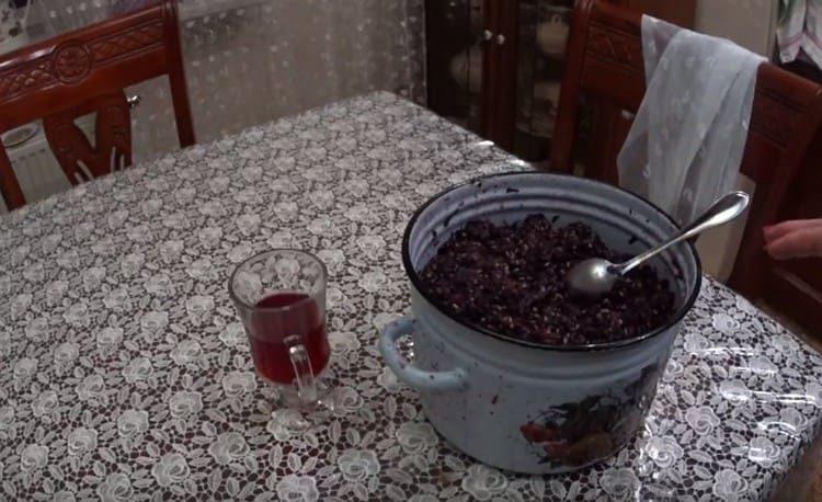 Это простой рецепт, по которому можно сделать виноградный уксус в домашних условиях.