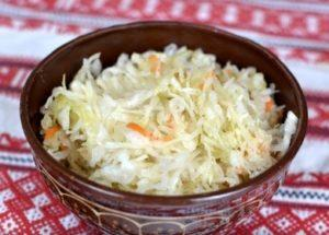 Вкусная квашеная капуста в банке: готовим по пошаговому рецепту с фото.