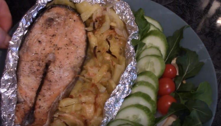 рыба кета, приготовленная таким образом в духовке, получается очень вкусной.