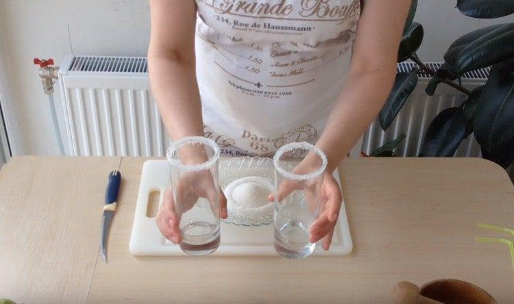на стакане должна получиться вот такая сахарная каемка.