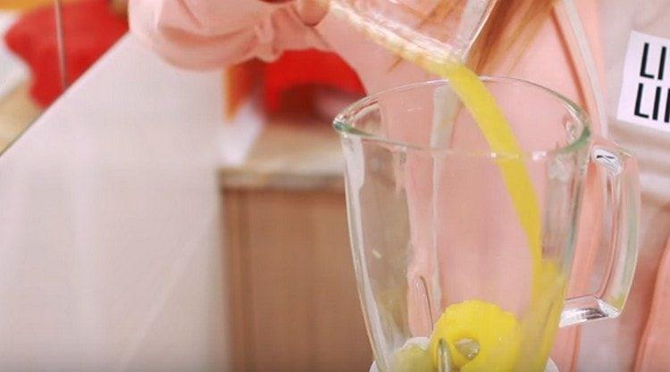 Добавляем ананасовый сок.