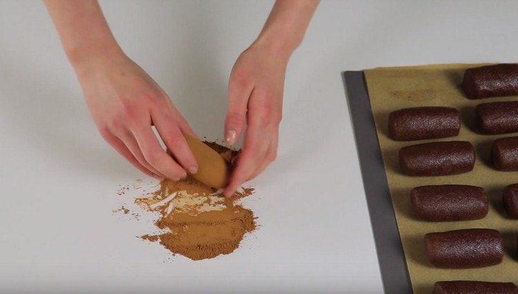 Часть пирожных можно обвалять в какао.