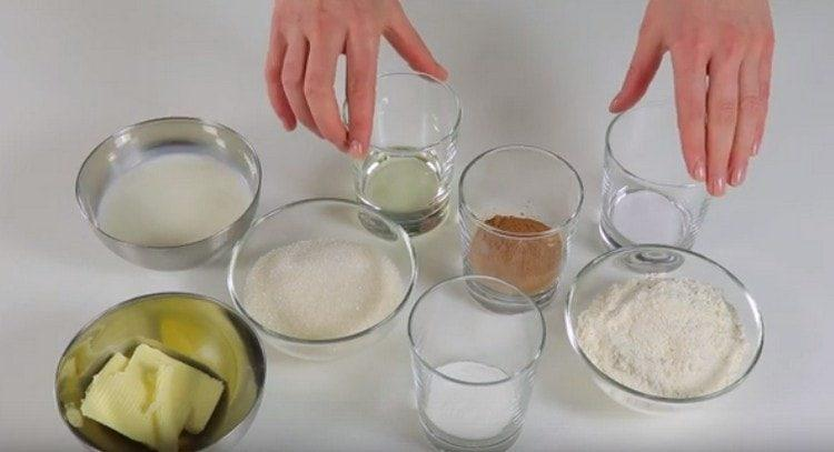 Все ингредиенты для приготовления пирожного должны быть комнатной температуры.
