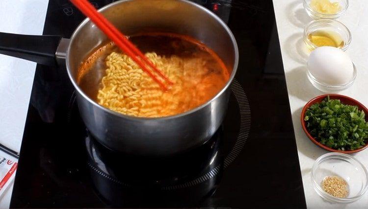 Готовим суп так же, как и в предыдущем варианте.