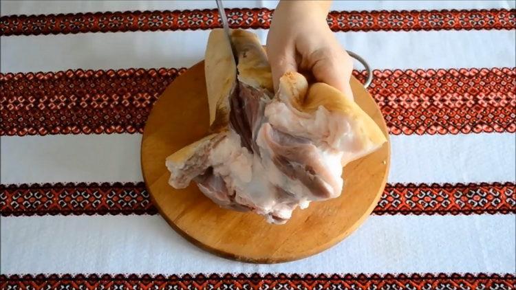 Как готовится рулька свиная запеченная в духовке