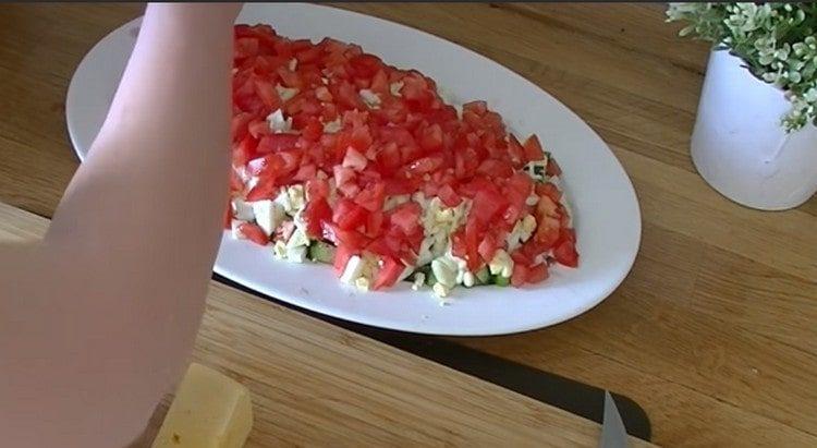 выкладываем слой помидоров.