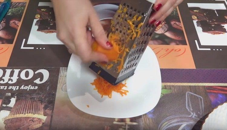 Картофель и морковь тоже трем на терке.