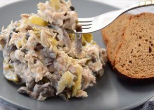 Готовим вкуснй и сытный салат с шампиньонами и курицей по пошаговому рецепту с фото.
