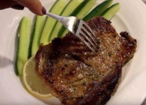 Готовим стейк из свинины правильно: проверенный рецепт с пошаговыми фото.