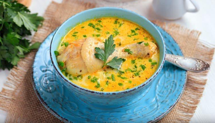 Вот такой ароматный сырный суп можно приготовить с плавленным сырком на основе простого рецепта.