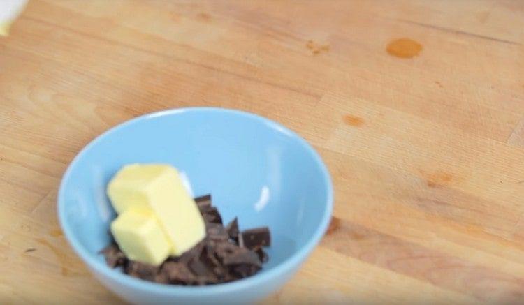 Добавляем к шоколаду сливочное масло