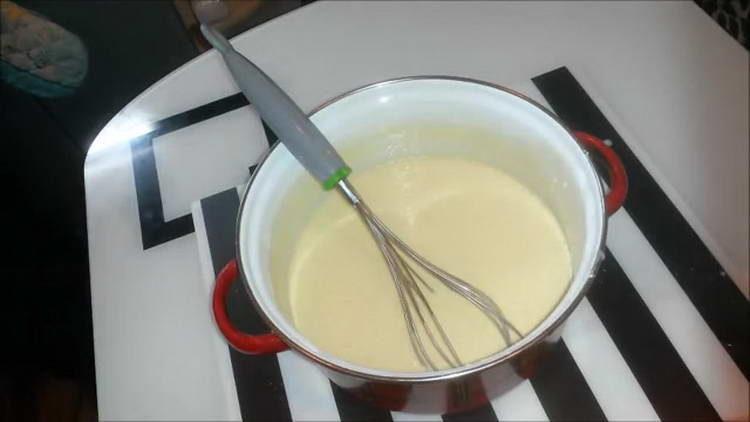 замешиваем жидкое тесто