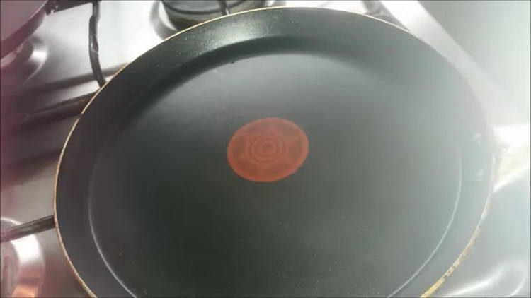 ставим на огонь сковородку