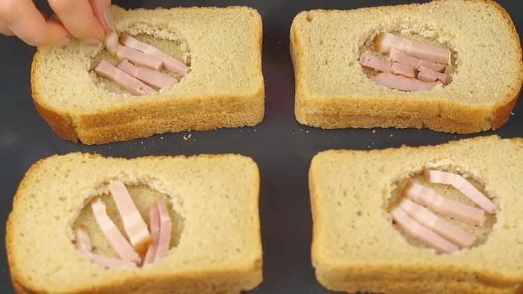 на хлеб кладем бекон