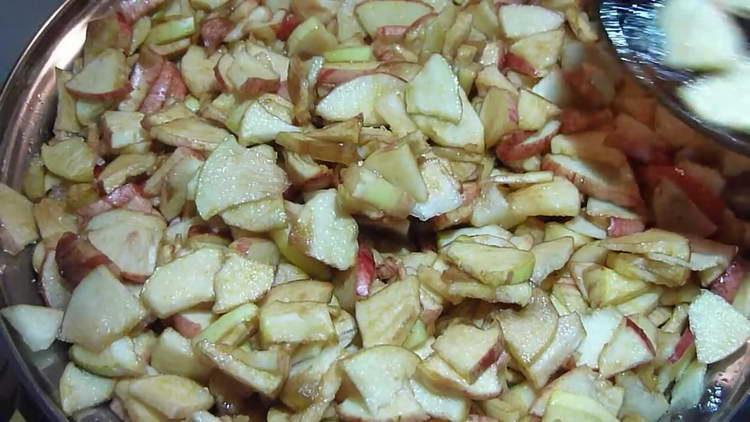 ставим яблоки на огонь