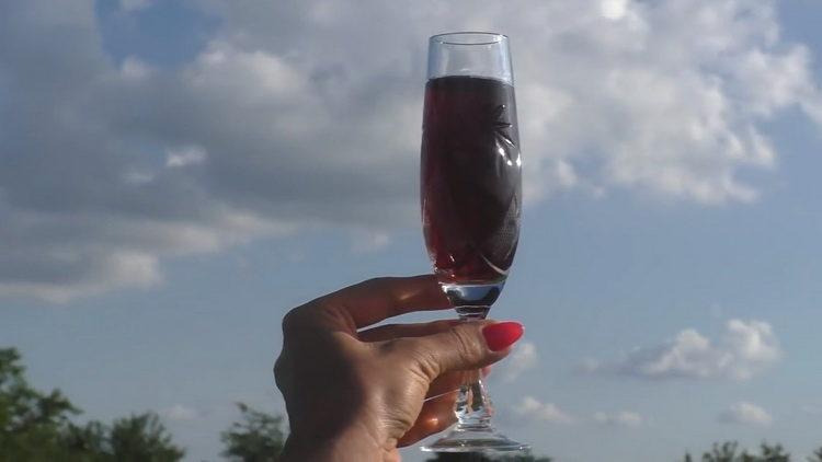 Вкусное вино из черной смородины