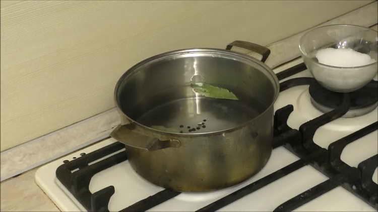 готовим маринад для чеснока