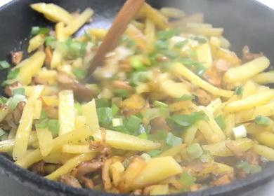 Ароматная и очень вкусная 🥝 жареная картошка с лисичками