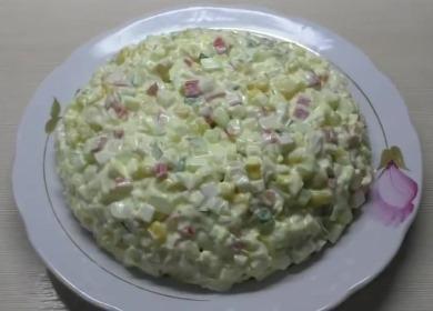 Рецепт классического крабового 🥝 салата с кукурузой