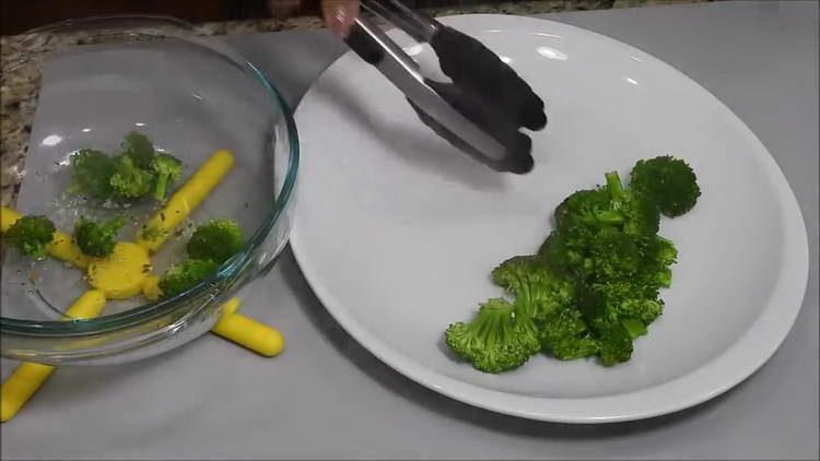 отправляем брокколи в микроволновку
