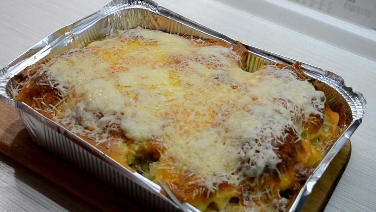 курица с ананасами в духовке под сыром готов