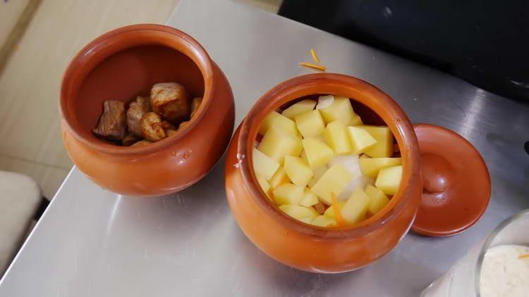 выкладываем овощи в горшочек