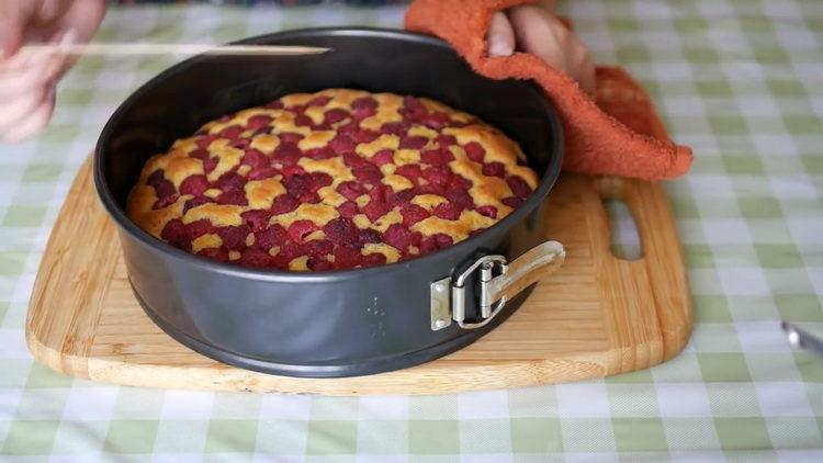 Простой рецепт пирога с малиной