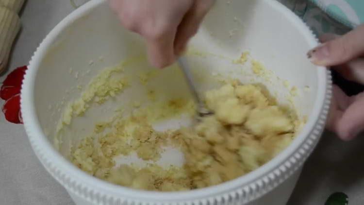 крошки вафель соединяем с кремом