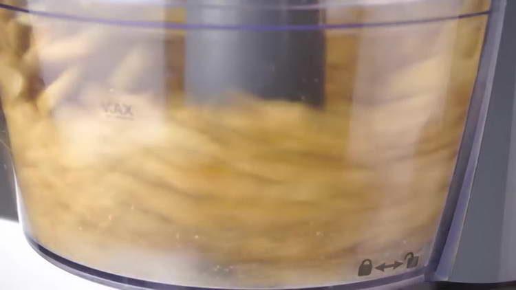 арахис отправляем в блендер