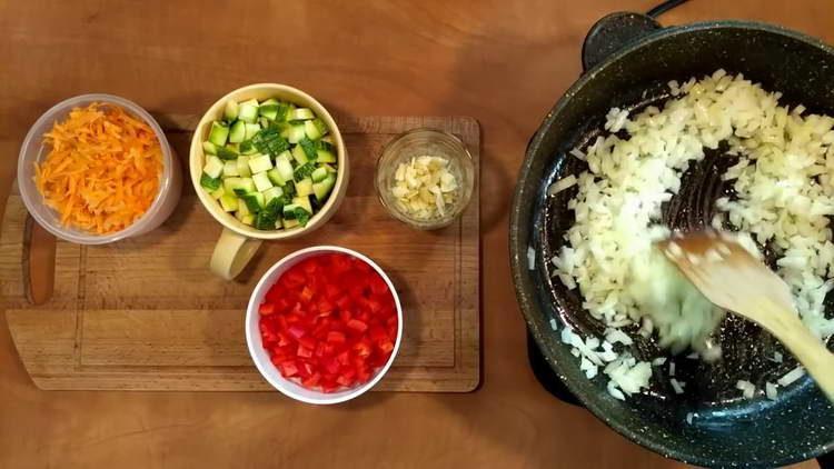 обжариваем луковицу