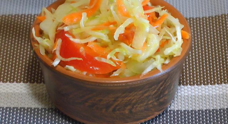 салат из капусты с болгарским перцем готов