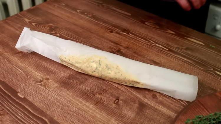 заворачиваем масло колбаской