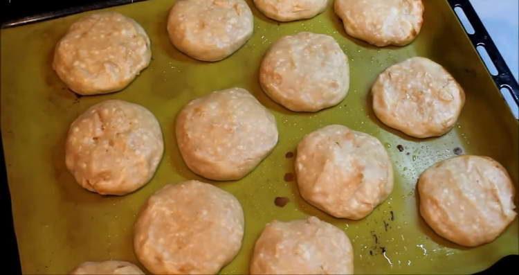 отправляем сырники в духовку
