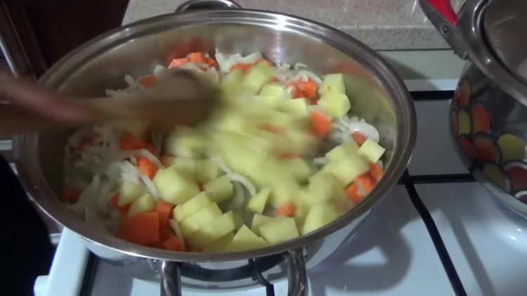 отправляем морковку к луку