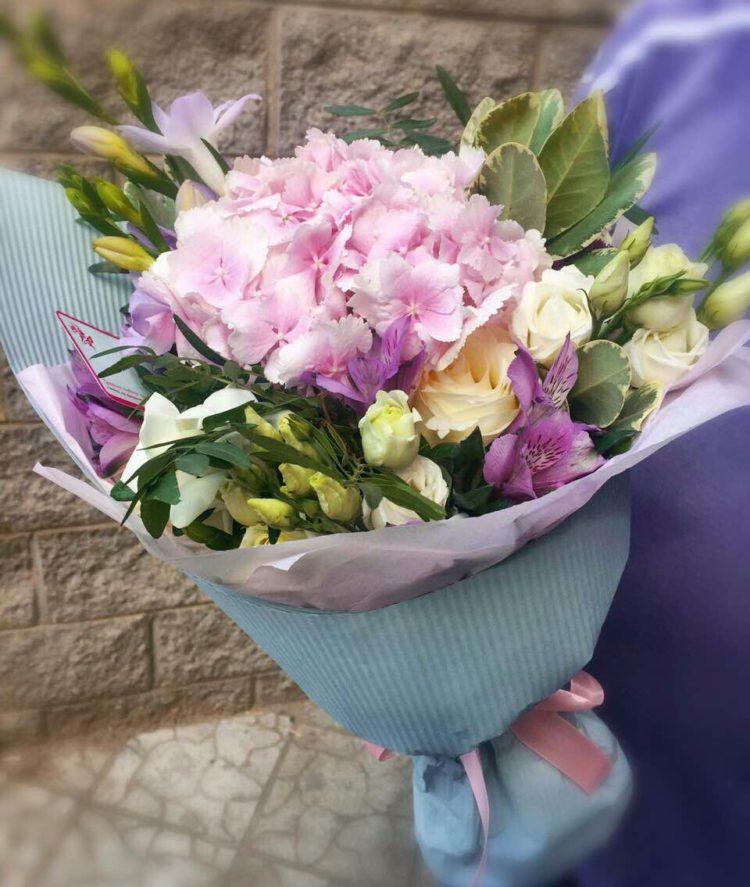 Эустома летом в букетах фото, цветы