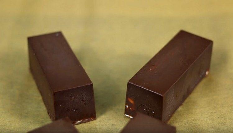 Глазированные сырки по этому рецепту получаются нежными, сладкими, вкусными и к тому же натуральными.