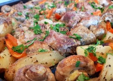Жаркое с картошкой, 🥝 мясом и грибами в духовке