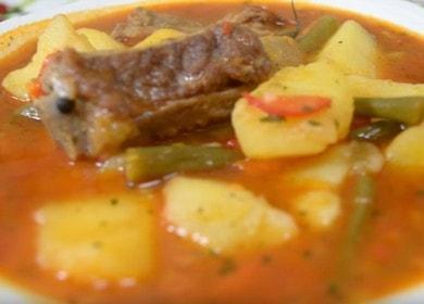 Тушеная картошка с свиными 🥝 ребрышками и зеленой фасолью
